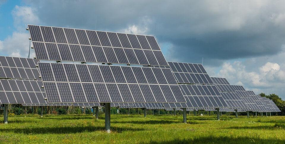 Planta fotovoltaica, también llamada huerto solar, granja solar, etc.