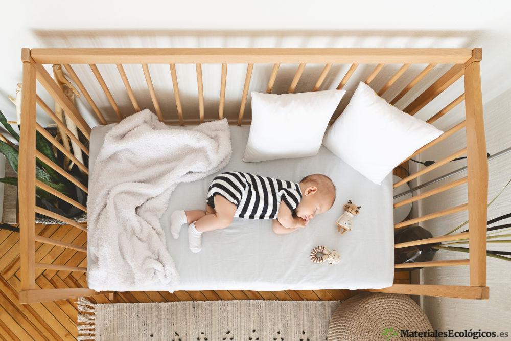 ropa de cuna ecológica y bebe