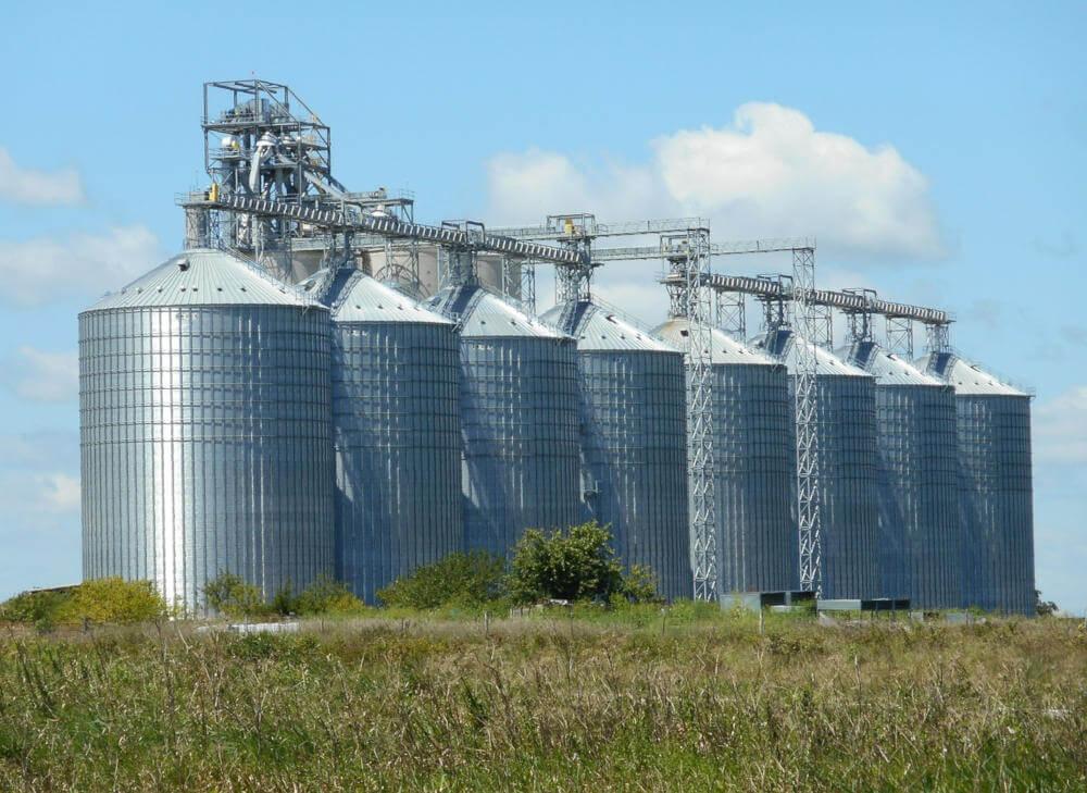 industria alimentaria: silos para almacenamiento de grano